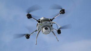 Vai Tavs drons jau paspēja salaudz pat vienu mantu? / А Tвой дрон успел разбить хоть одну вещь?